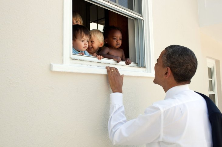 skeptical-infants-peer-at-the-potus-through-a-window